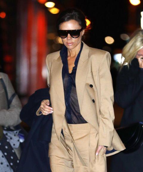 Victoria Beckham con giacca a spalle over