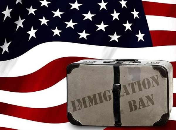 Bandiera americana con valigia e scritta