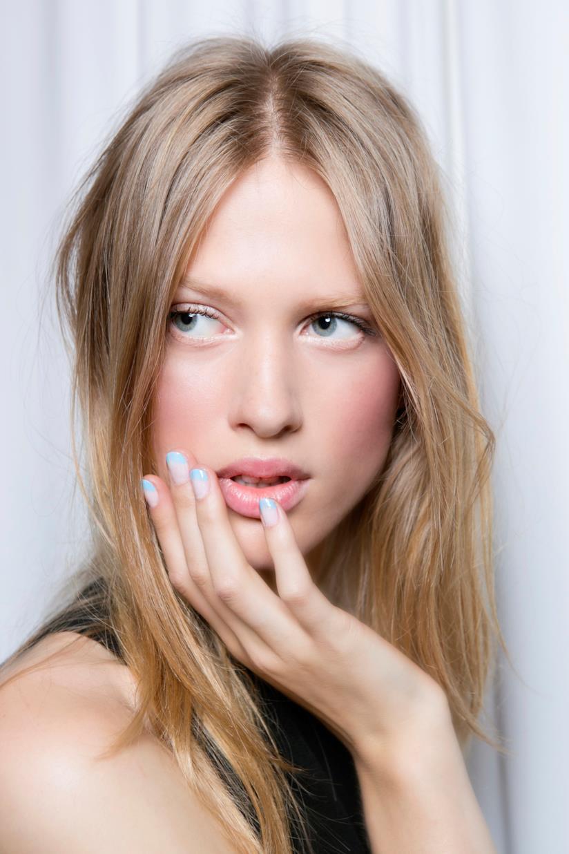 Nail art bicolore con french manicure pastello