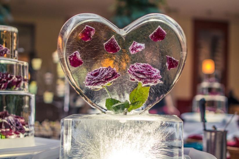 Scultura di ghiaccio a forma di cuore