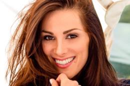 Stefania Spampinato è Carina DeLuca in una scena di Grey's Anatomy