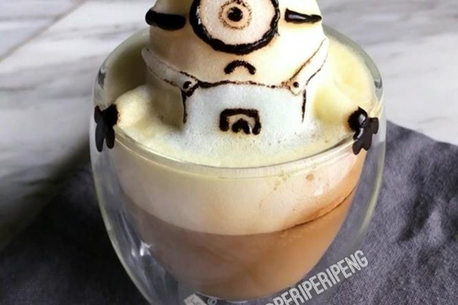 Un Minion esce dal cappuccino