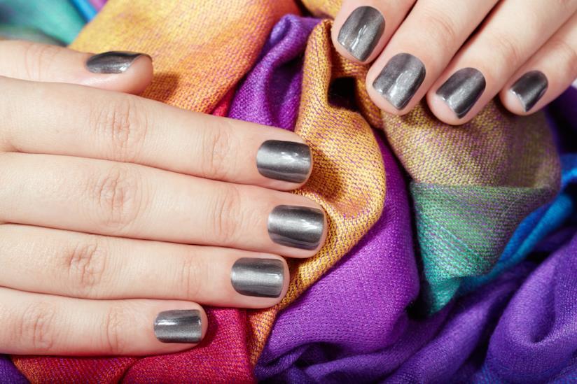 Manicure con gel silver chrome