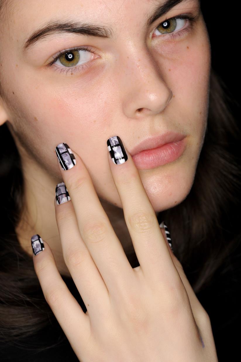 Nail art particolare nero e silver