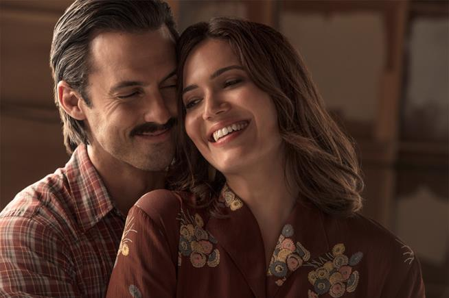 Mandy Moore con Milo Ventimiglia in This Is Us