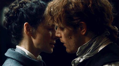 Claire e Jamie stanno per baciarsi