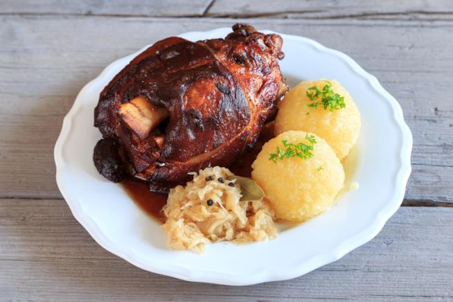 Un piatto tipico tedesco: lo stinco di maiale