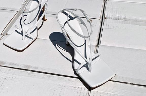 Naked sandals a punta quadrata: come indossarli