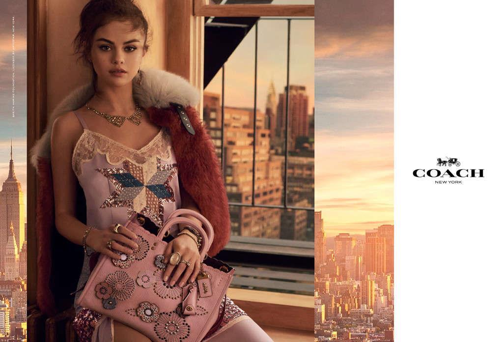 Selena Gomez posa a NY per la campagna Coach 2018