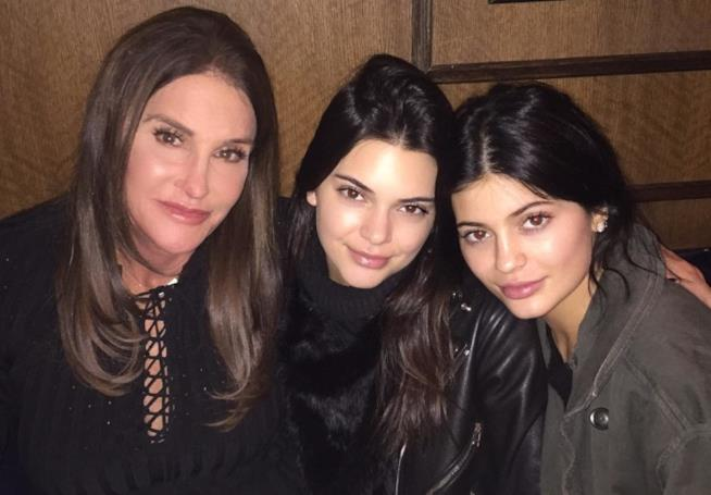 Uno scatto di Caitlyn Jenner, Kendall Jenner e Kylie Jenner