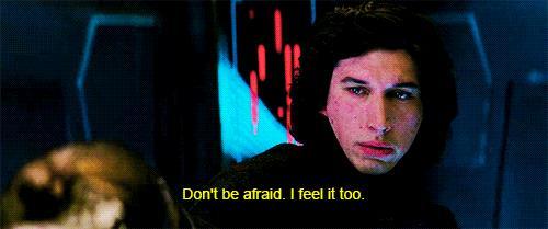 Kylo Ren parla con Rey ne Il Risveglio della Forza
