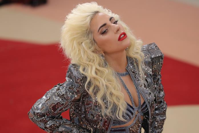 Met Gala 2016, Lady Gaga sul red carpet