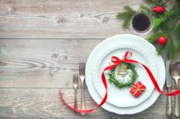 Decorazioni per una tavola natalizia