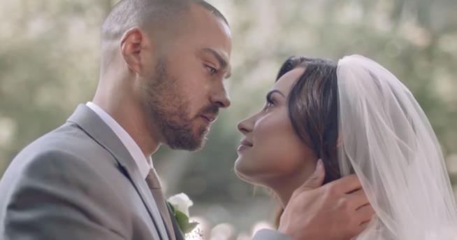 Una scena del video Tell me you love me di Demi Lovato con Jesse Williams