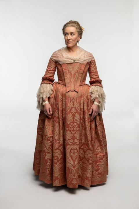Zia Jocasta in abiti nobili