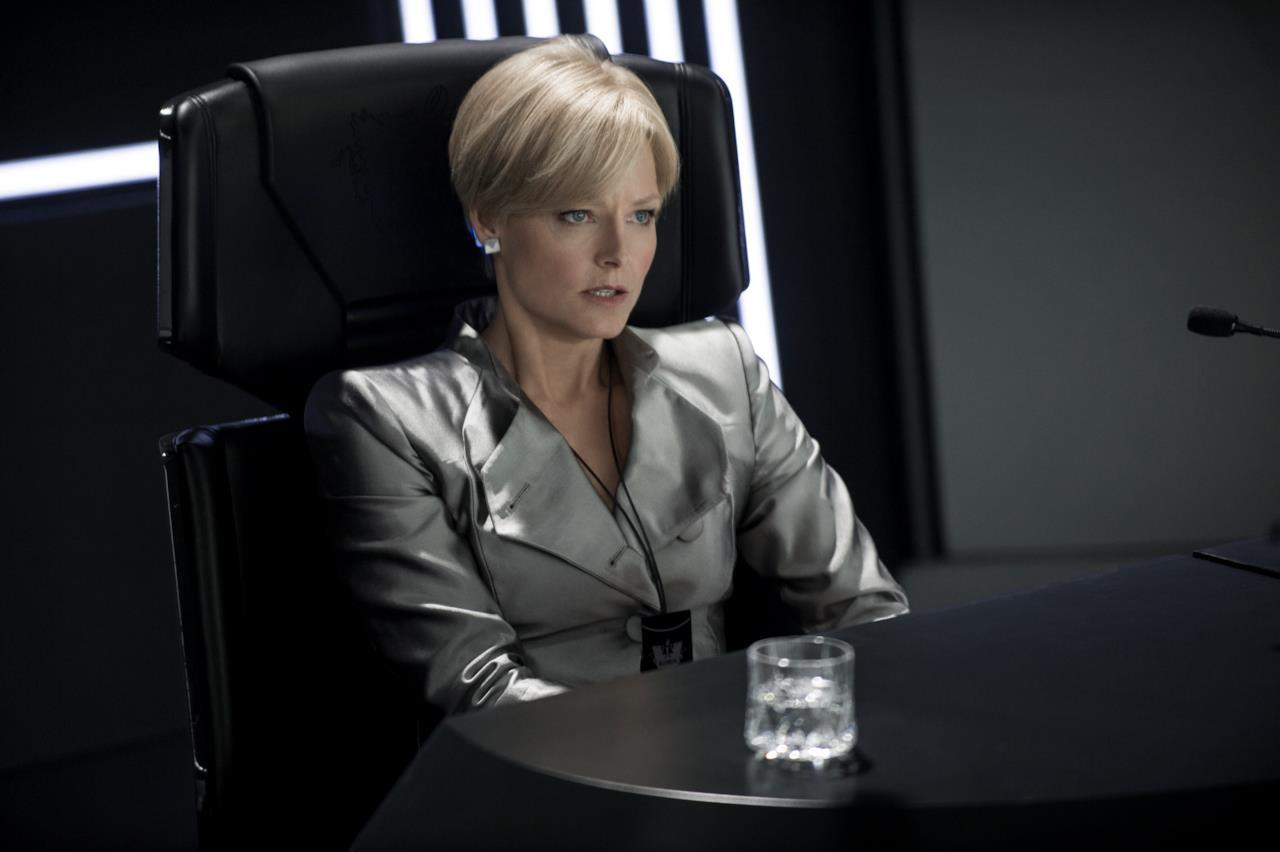 Jodie Foster, madre di due figli, in una scena del film Elysium