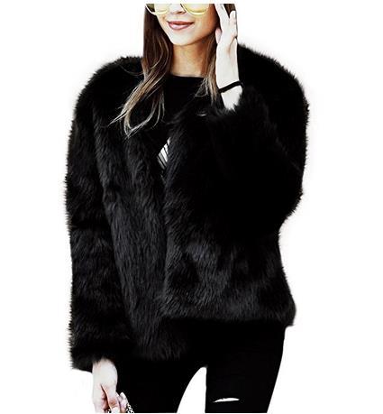 Un modello di pelliccia scura