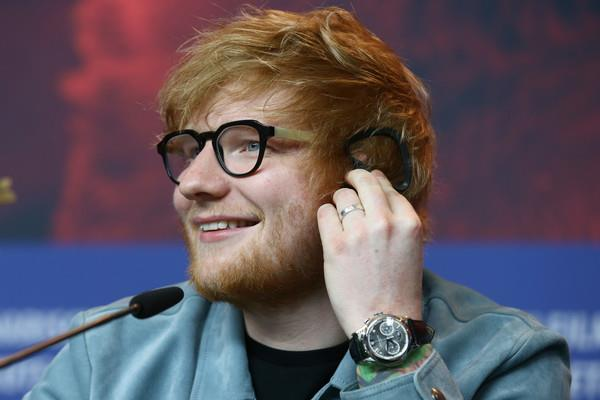 Ed Sheeran sorridente a Berlino