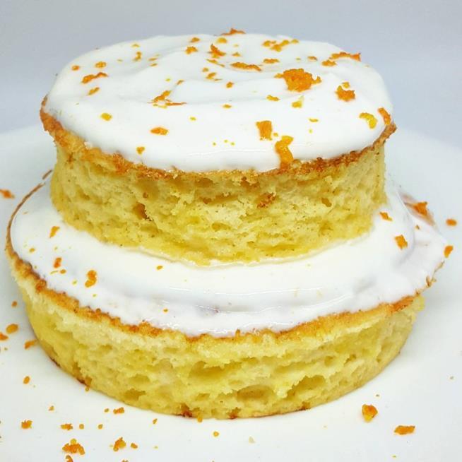 Piccola torta con crema bianca