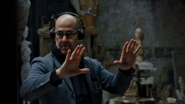 Stanley Tucci mentre dirige una scena di Final Portrait