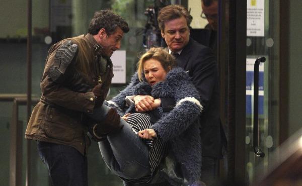 Patrick Dempsey e Colin Firth sorreggono Renée Zellweger
