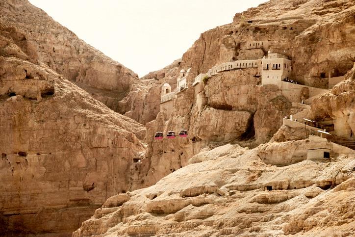 Monastero costruita su una montagna rocciosa a Gerico.