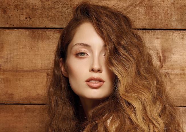 Modella dai capelli ramati per Alfaparf Milano