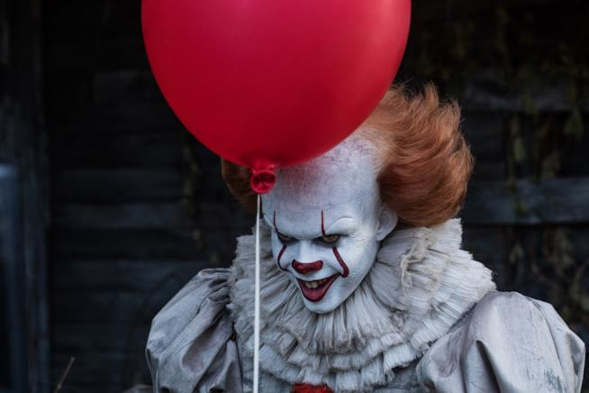 Bill Skarsgård in una scena di IT