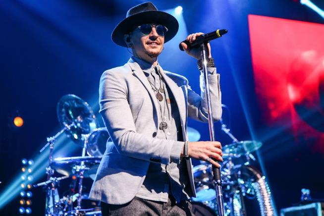 Primo piano di Chester Bennington dei Linkin Park