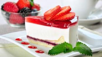 Cheesecake con formaggio e fragole