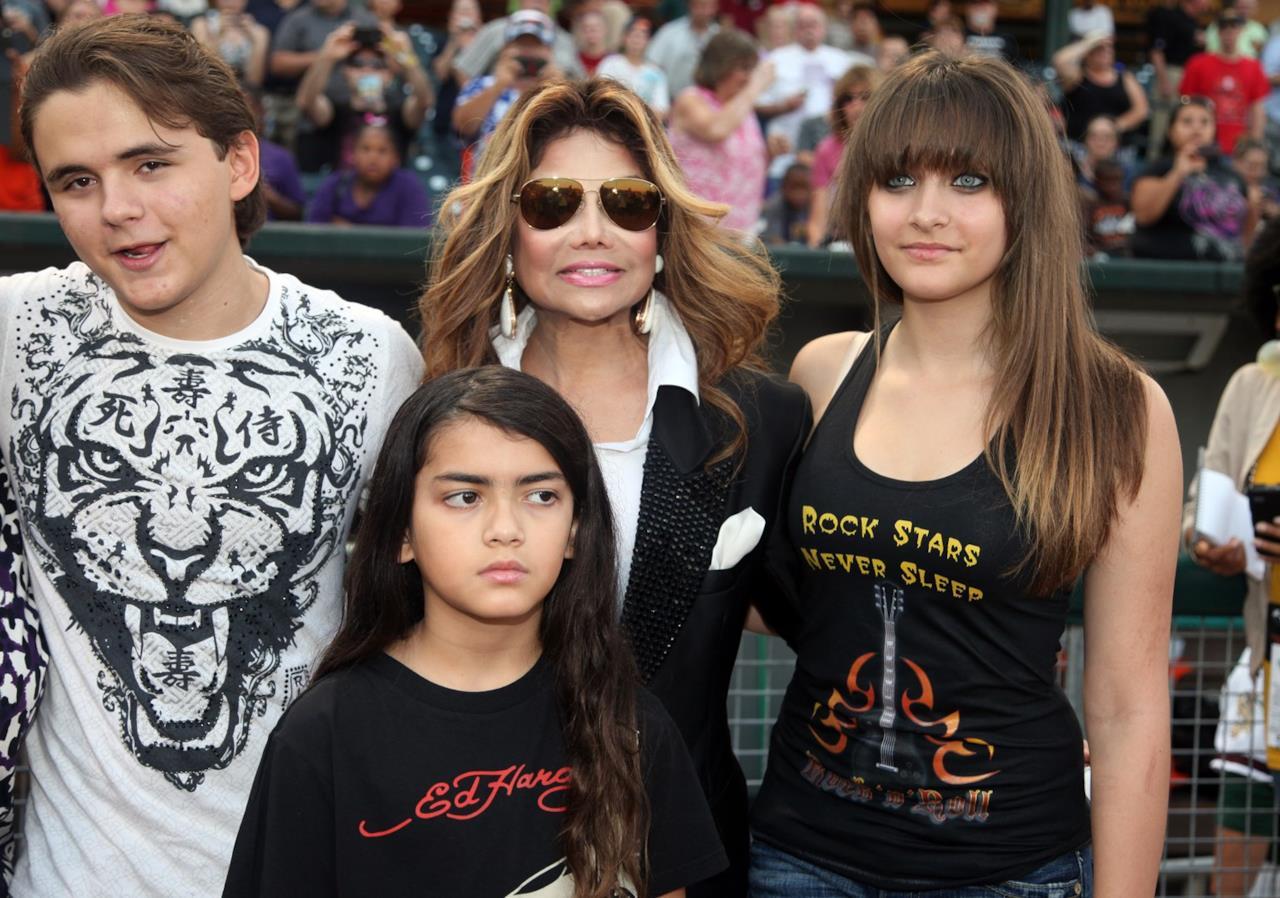 Paris Jackson con la famiglia a un evento per Michael Jackson