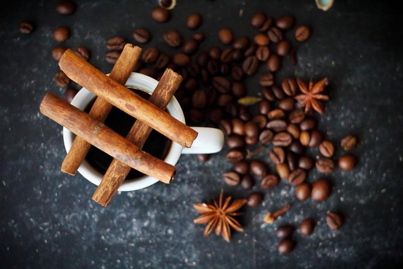 Tazza di caffè su un tavolo