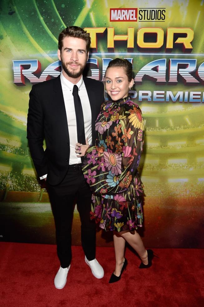 Liam Hemsworth e Miley Cyrus tornano sul tappeto rosso