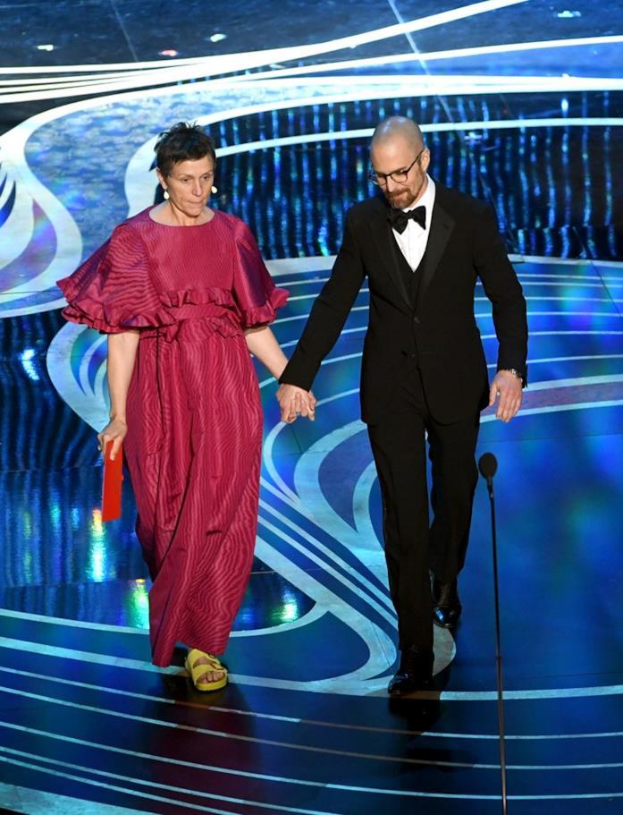 Frances McDormand in Valentino e Birkenstock agli Oscar