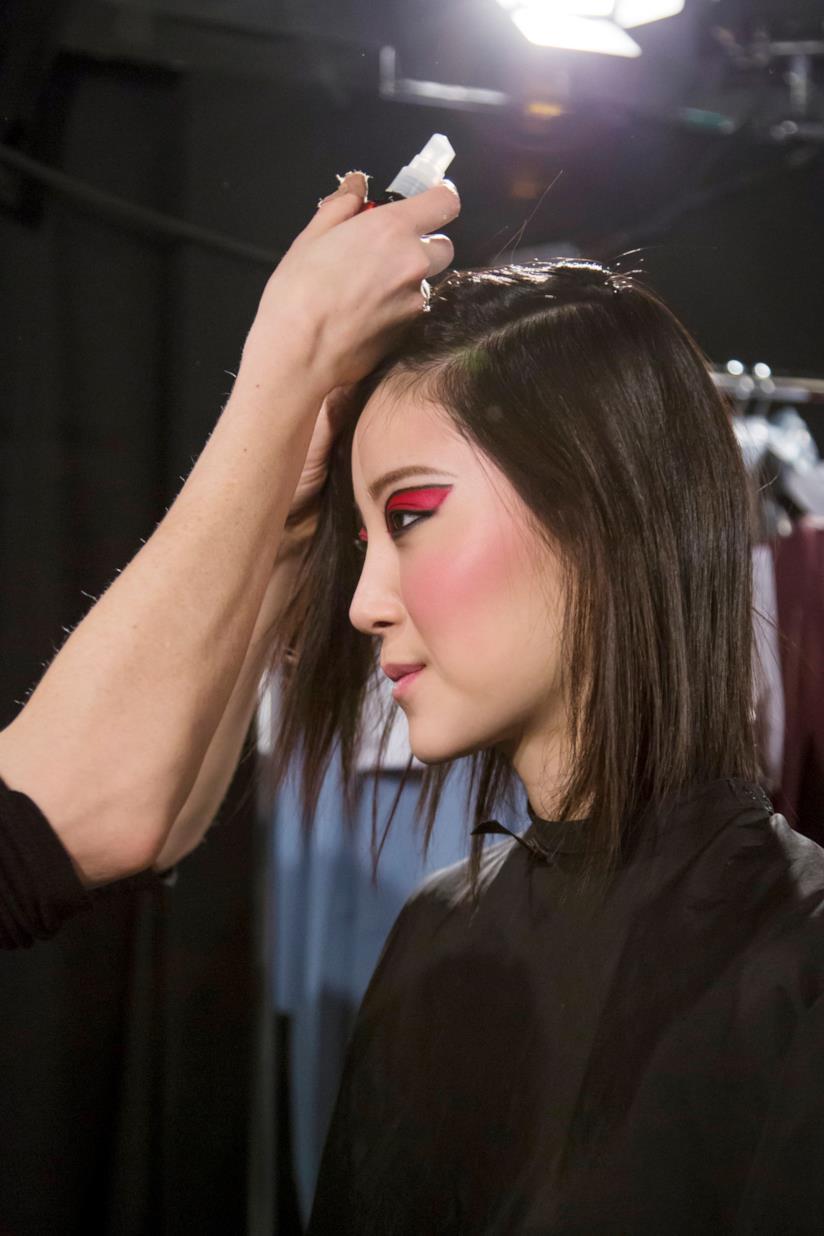 Hairstyle corto medio con ombretto rosso