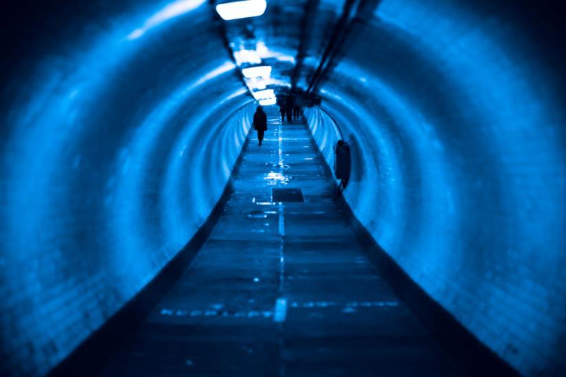 Uno scorcio del Greenwich Foot Tunnel, il tunnel sotto il Tamigi di Londra