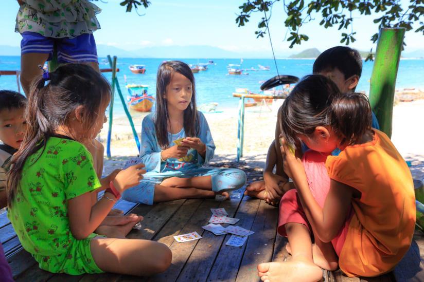 Giochi da spiaggia per bambini con le carte da poker