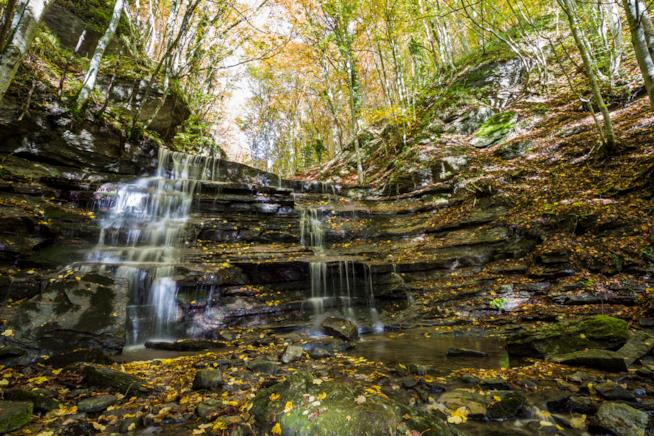 Una cascata nel Parco Nazionale Foreste Casentinesi in Toscana