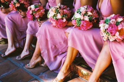 Damigelle in fila a un matrimonio