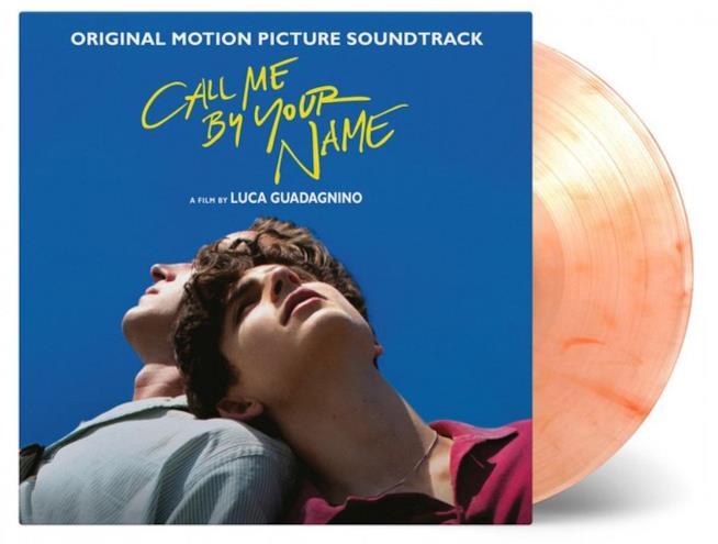 Un disco in vinile color pesca della colonna sonora di Chiamami col tuo nome