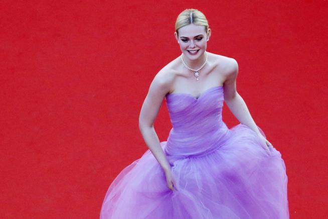Elle Fanning sul red carpet del Festival di Cannes
