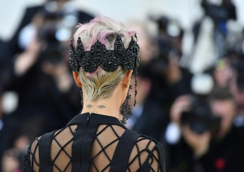 I capelli di Cara Delevingne al MET Gala