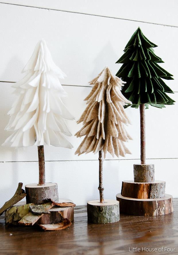 Alberi di Natale realizzati con pezzi di feltro e legno