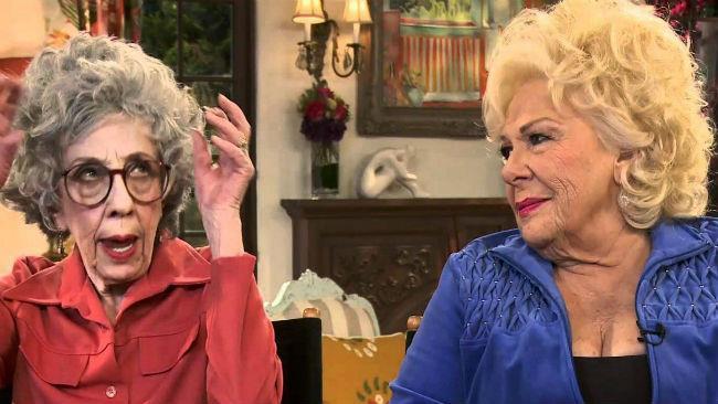Ann Morgan Guilbert e Renée Taylor in una scena de La Tata