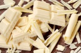 Pezzi di cioccolato bianco