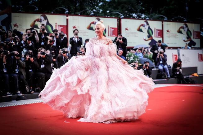 Lady Gaga  sul red carpet di Venezia