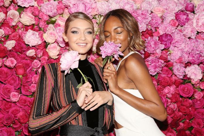 Gigi Hadid posa a un evento Maybelline New York
