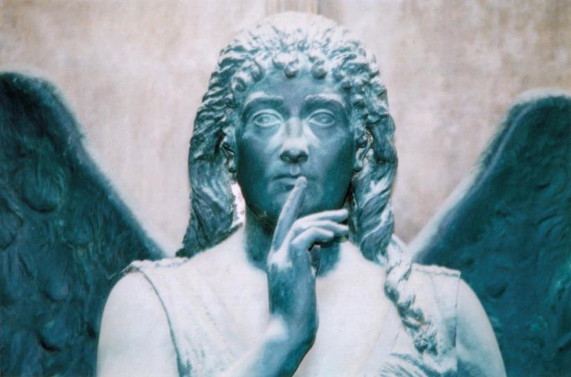 Staglieno: stata d'angelo nel cimitero monumentale di Genova