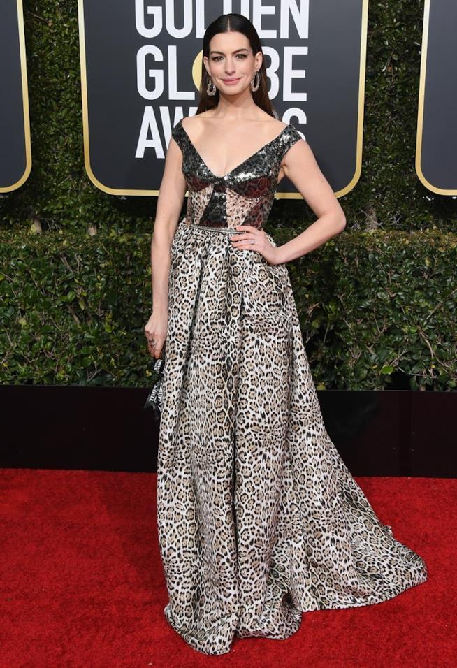 Anne Hathaway ai Golden Globes 2019
