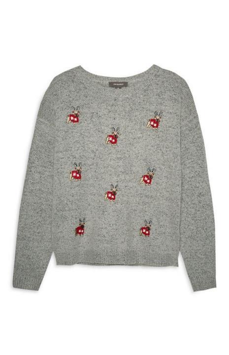 Un maglione natalizio gigio con dei carlini